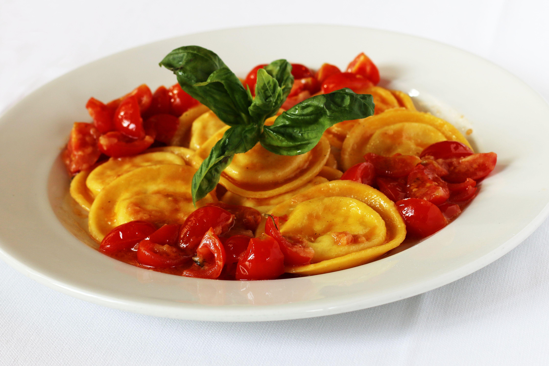Pasta ripiena pomodoro fresco e basilico - Ristorante Pizzeria Quattro Camini - Poncarale